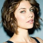 Haircut for wavy hair round face