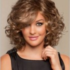 Hairstyles for curly hair and round faces