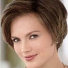 Short haircuts for wide faces