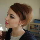 Simple hairstyle in short hair