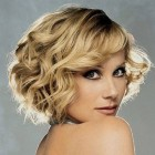 Hairstyle for small curly hair